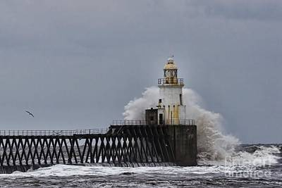 Print featuring the photograph Stormy Sea At Blyth by Les Bell