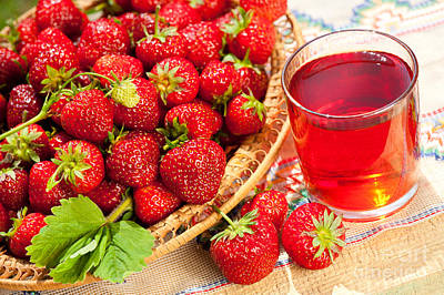 Strawberry Bunch Photograph - Red Strawberries In Basket And Juice In Glass  by Arletta Cwalina