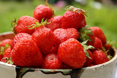 Photograph - Strawberries In Bowl by Emanuel Tanjala