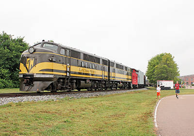Photograph - Streamliners Festival -- Elctro Motive F Units by Joseph C Hinson Photography