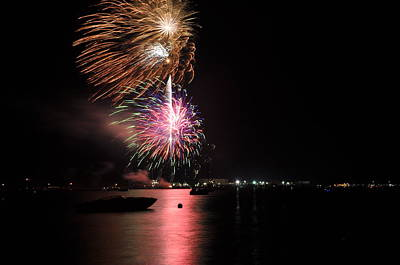 Photograph - Sturgeon Bay Fireworks by Larry Peterson