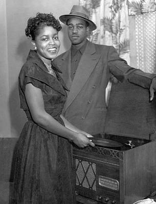 Turntable Photograph - Stylish Couple Playing Records by Underwood Archives