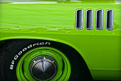 Barracuda Photograph - Sublime Green 1971 Plymouth Hemi'cuda by Gordon Dean II