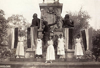 Burning Statue Photograph - Suffragettes, 1918 by Granger