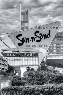 Photograph - Sun-n-sand Motor Hotel II by Clarence Holmes