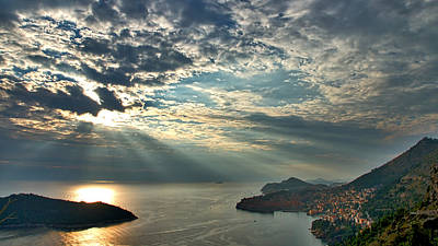 Photograph - Sunbeams On Dubrovnik by Stuart Litoff