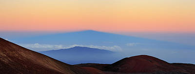 Mauna Kea Photograph - Sunrise Above Mauna Kea Volcano by Babak Tafreshi