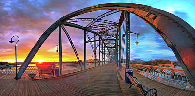 Chattanooga Tennessee Photograph - Sunrise As I Walk by Steven Llorca