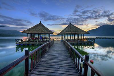 Palapas Wall Art - Photograph - Sunrise At Batur Lake by Pandu Adnyana