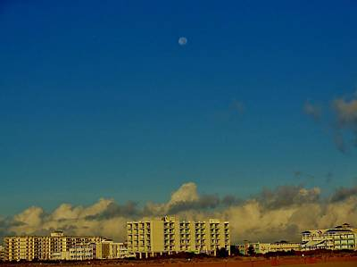 Photograph - Sunrise Moon Over Wildwood by Ed Sweeney