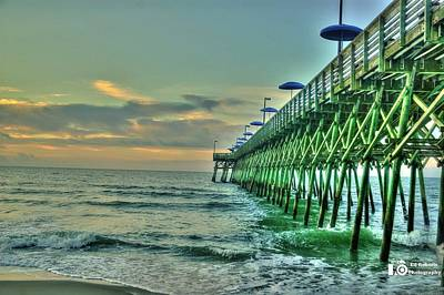 Print featuring the photograph Sunrise Pier by Ed Roberts