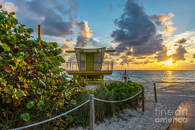Grape Digital Art - Sunrise Workout Return - Lifeguard Station - Miami Beach by Ian Monk