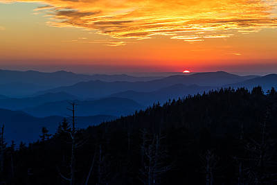Dusky Photograph - Sun's Last Peak Over The Blue Ridge by Andres Leon