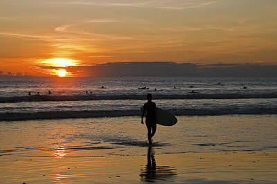 Photograph - Sunset In Kuta Beach by Ng Hock How