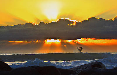 Photograph - Sunset Kickout by Robert Roland