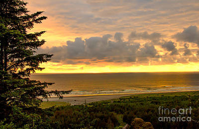 Photograph - Sunset Over The Pacific Ocean by Robert Bales