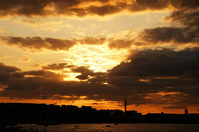Photograph - Sunset Over The Thames From Greenwich by Deborah Runham