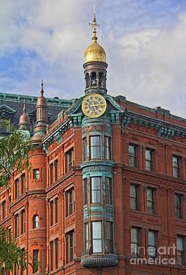 Gold Weathervane Photograph - Suntrust Bank Building by Jemmy Archer