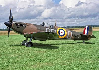 Photograph - Supermarine Spitifire 1a by Paul Gulliver