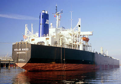 Tanker Wall Art - Photograph - Supertanker Golar Nikko At Teeside Oilport. by David Parker/science Photo Library