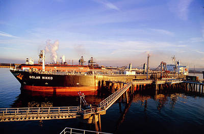 Tanker Wall Art - Photograph - Supertanker Golar Nikko At The Oilport In Teeside by David Parker/science Photo Library