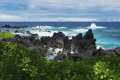 Surf At Lava Rock Shore In Laupahoehoe Art Print