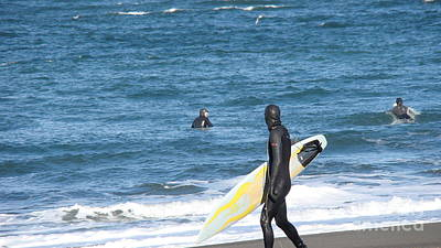 Surf Waiting Print by Beverly Guilliams