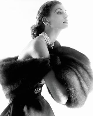 Black And White Photograph - Suzy Parker by Horst P. Horst