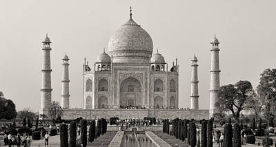Refection Photograph - Taj Maha Bw by Linda Phelps