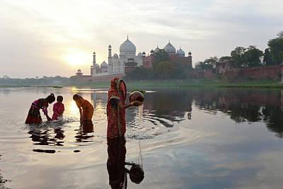 Taj Mahal And Collecting Water Art Print