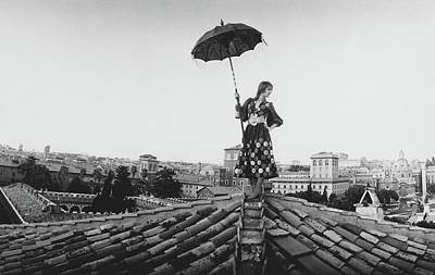 Getty Photograph - Talitha Getty Walking On Rooftop In Rome by Maurice Hogenboom