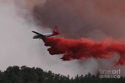Print featuring the photograph Tanker 07 Drops On The Myrtle Fire by Bill Gabbert