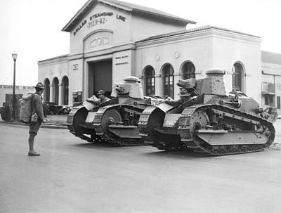 Us Open Photograph - Tanks For Waterfront Strike by Underwood Archives