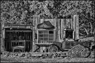 Photograph - Tanner's Gas Service by Erika Fawcett