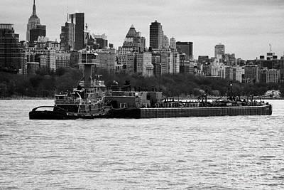 Tarpon Tugboat Pushes The Hatteras Barge Along The Hudson River New York City Art Print