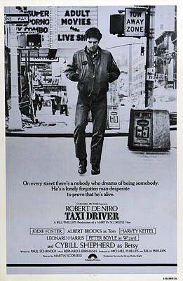 Robert Deniro Wall Art - Photograph - Taxi Driver, Robert De Niro, 1976 by Everett