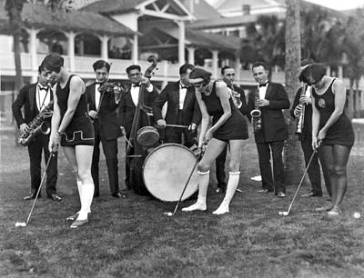 Putt Photograph - Teaching Golf With Jazz by Underwood Archives