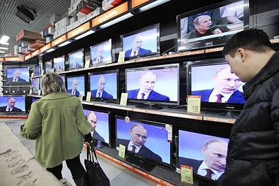 Vladimir Putin Photograph - Television Store by Science Photo Library