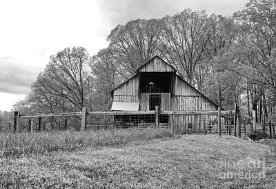 Tennessee Barn Photograph - Tennessee Barn Bw by Chuck Kuhn