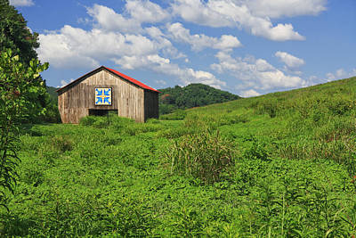 Photograph - Tennessee Quilt Barn by Melinda Fawver