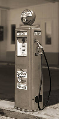 Gas Pump Wall Art - Photograph - Tokheim Gas Pump 2 by Mike McGlothlen