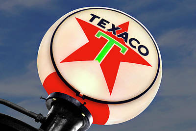 Gas Pump Wall Art - Photograph - Texaco Star Globe by Mike McGlothlen