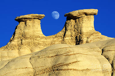 Photograph - That Hoodoo Moon Bisti/de-na-zin Wilderness by Bob Christopher