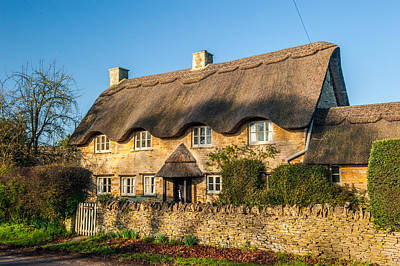 Thatched Cottage In Kingham Oxfordshire Art Print by David Ross