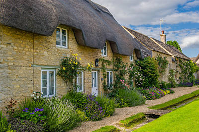 Thatched Cottages Minster Lovell Oxfordshire Art Print by David Ross