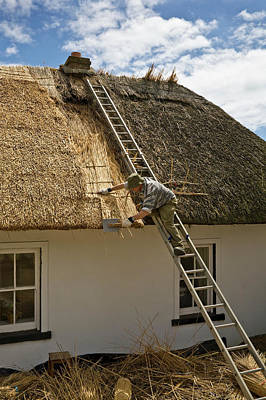 Thatching A Cottage,dunmore East Art Print