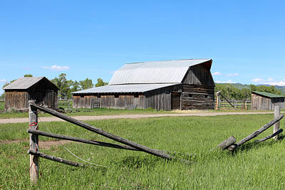 Photograph - The Andrew Chambers Barn by George Jones