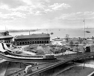 Battery Park Photograph - The Battery In Manhattan by Underwood Archives
