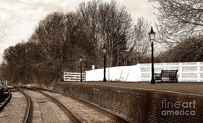 Gas Lamp Photograph - The Battlefield Line by Linsey Williams