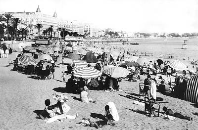 Beach Scenes Photograph - The Beach At Cannes by Underwood Archives